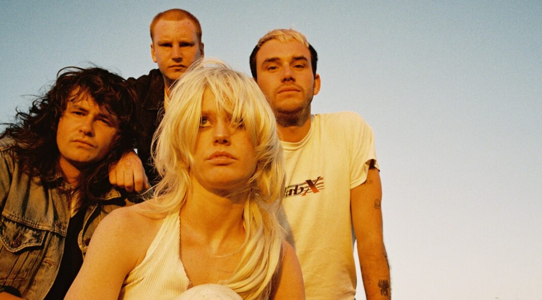 Amyl and the Sniffers - Comfort To Me review